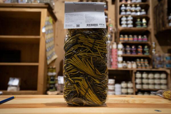Tagliatelles - Curcuma et encre de seiche