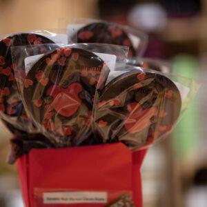 Sucette chocolat noir - Coeurs roses