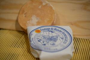 Munster fermier AOP au lait cru - Ferme Schoeffel d'Alsace - Vache